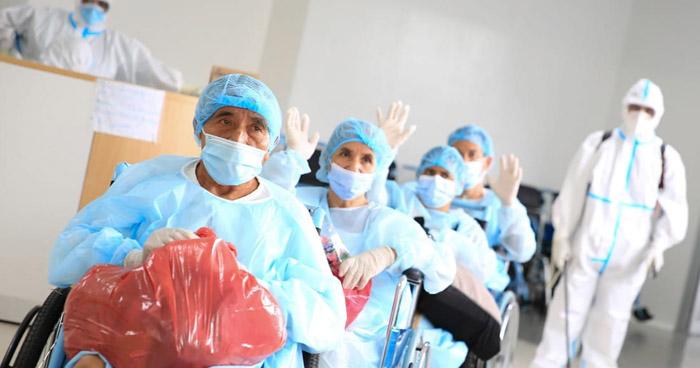Doce pacientes recuperados de COVID-19 recibieron este viernes el alta médica