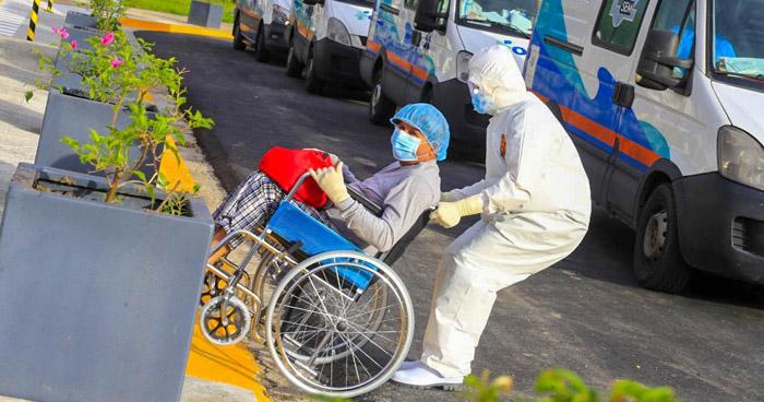 Dan de alta a los primeros 5 pacientes recuperados de COVID-19 del Hospital El Salvador