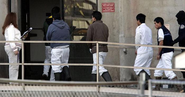 Arrestan a 680 inmigrantes en sus lugares de trabajo en Estados Unidos