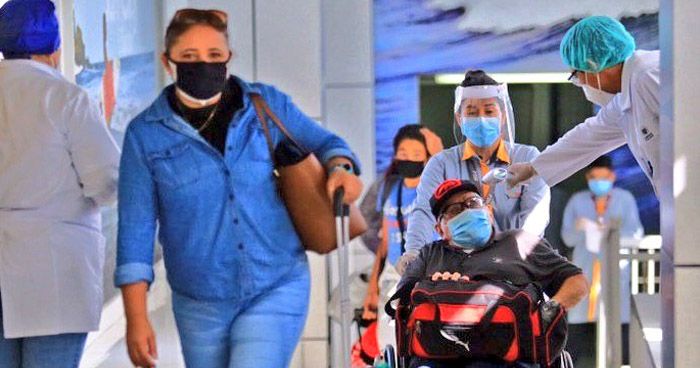 151 salvadoreños que permanecían varados en el exterior retornaron hoy al país
