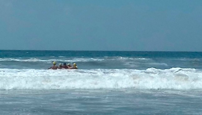 Joven muere ahogado en Playa El Majahual, otra joven logró ser rescatada con vida