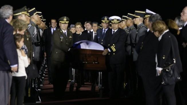 Arriban al país los restos mortales del expresidente Calderón Sol