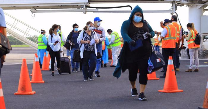 150 salvadoreños varados en Estados Unidos retornaron este lunes al país