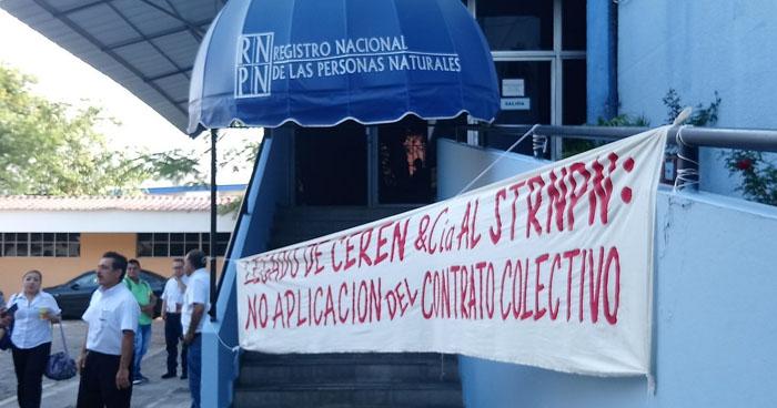 Sindicato de trabajadores del RNPN paralizó labores por falta de contrato colectivo
