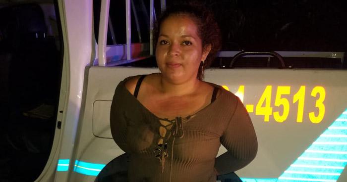 Mujer hurta patrulla de la PNC en colonia Altavista