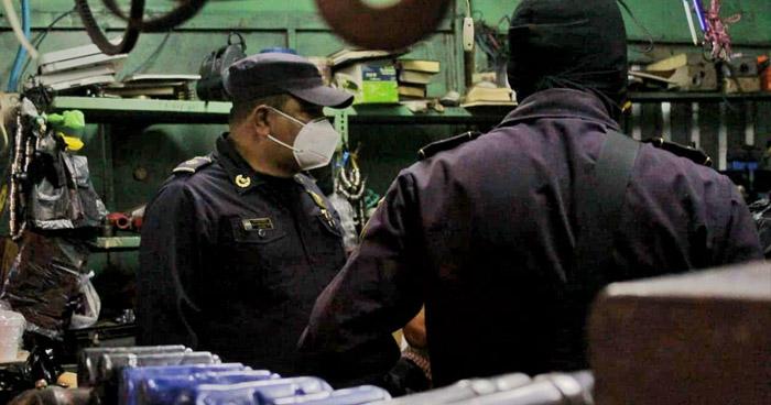 Allanan puestos en San Salvador por denuncias de venta de artículos robados