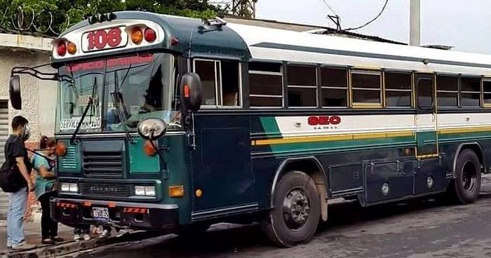 Empleados de la ruta de buses 108 en paro de labores por amenazas de pandillas