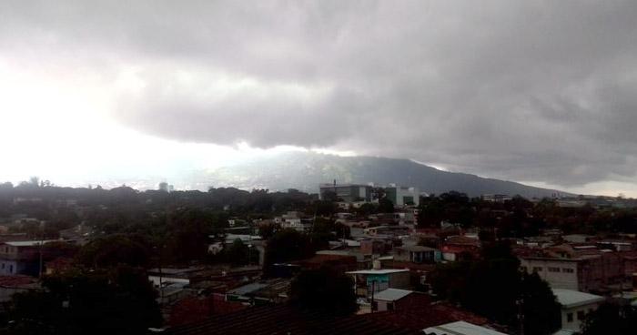 Paso de una Onda Tropical influenciará lluvias leves para finales de esta tarde