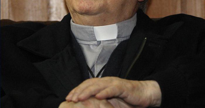 """""""Creí que tenía al menos 15"""": La excusa de un sacerdote que abusó de una niña de 11 en un carro"""