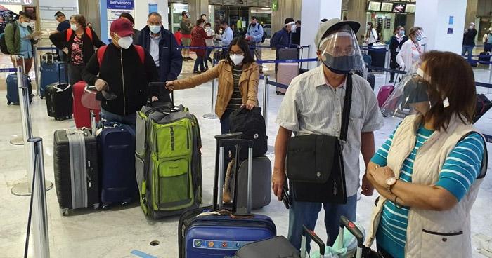 Retornan 93 salvadoreños que permanecían varados en México