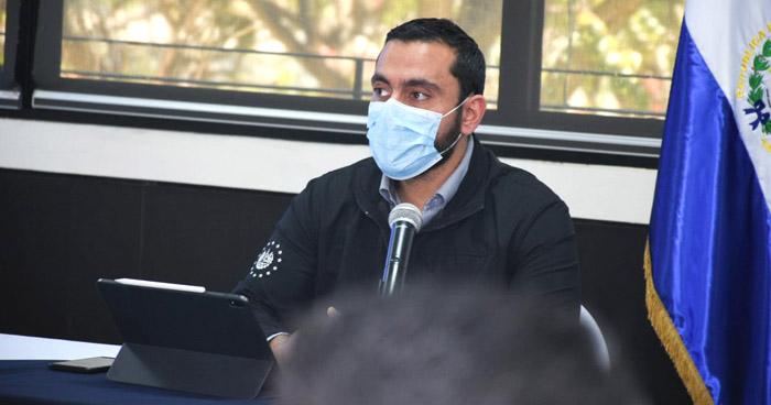 Diputados ordenan llevar por apremio al Ministro de Salud a Comisión Especial