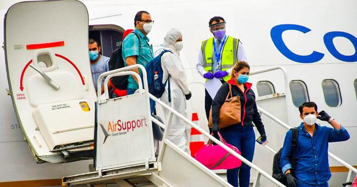 Aterriza avión con salvadoreños que estaba varados en Panamá