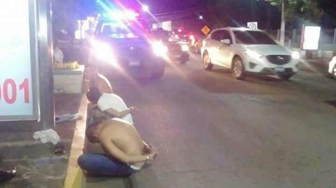Capturan a tres pandilleros que conducían en un vehículo con armas en San Miguel