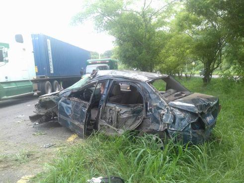 Aparatoso accidente deja 4 personas lesionadas en carretera a Santa Ana