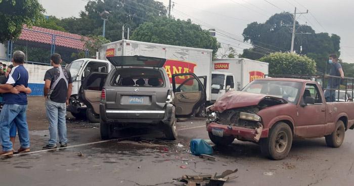Múltiple accidente deja 3 lesionados en carretera Litoral, Usulután