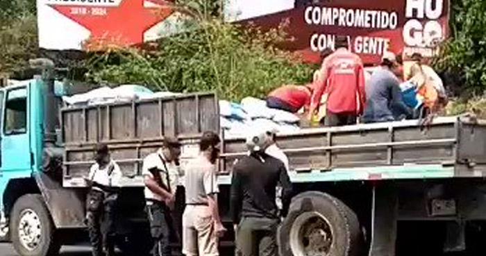 Alcalde del FMLN saquea camión del MAG que transportaba insumos agrícolas