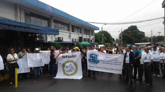 Sindicatos de gobierno protestan para que regresen los antiguos horarios de trabajo