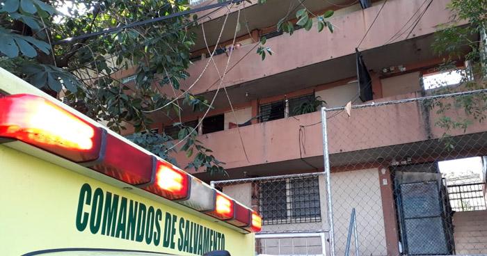 Registran daños en edificio de colonia Atlacatl tras fuerte sismo en San Salvador