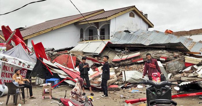 Siete muertos y una decena de heridos dejó un terremoto de 6.0 en Indonesia