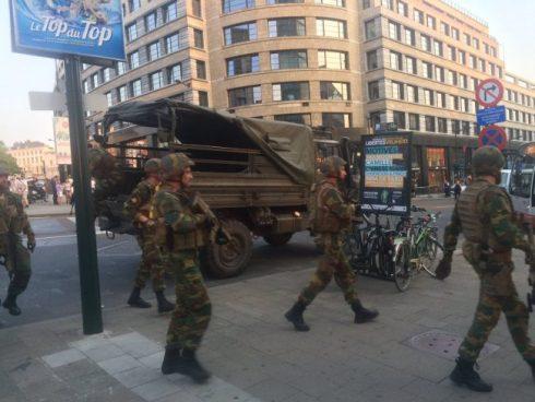 Detienen a hombre que portaba un cinturón suicida en estación de trenes en Bruselas