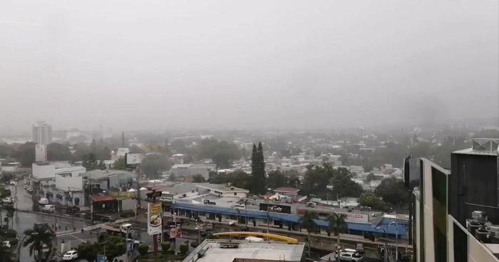 Desplazamiento de una Onda Tropical favorecerá lluvias ráfagas de viento fuertes