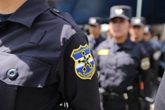 Subinspector de la PNC enfrentará juicio por agredir verbalmente a una policía