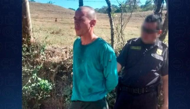 Hombre asesina a machetazos a su madre en Ilobasco y luego es capturado