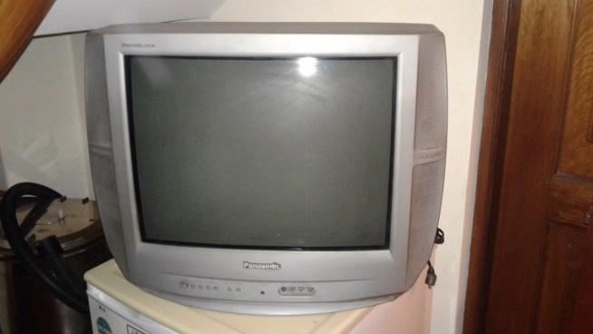 Muere niño de 3 años al caerle un televisor