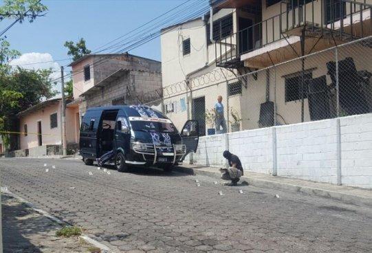 Ataque armado a un Microbús escolar en San Bartolo, conductor era pandillero