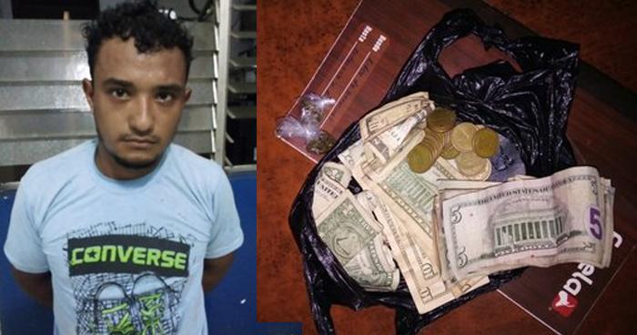 Arrestan a joven cuando tenía en su poder dinero y porciones de droga