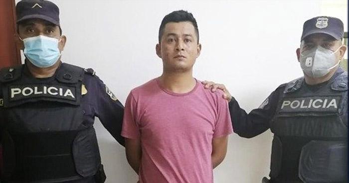 Conducía a una menor de edad para salir del país de manera ilegal