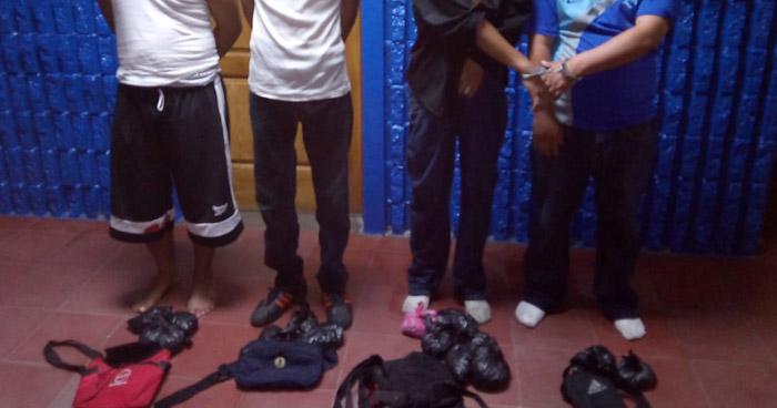 Capturan a distribuidores de droga en colonia de Soyapango