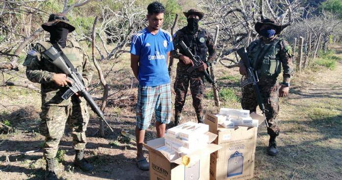 Capturado con más de $2,000 en mercadería ilegal en punto ciego de Ahuachapán