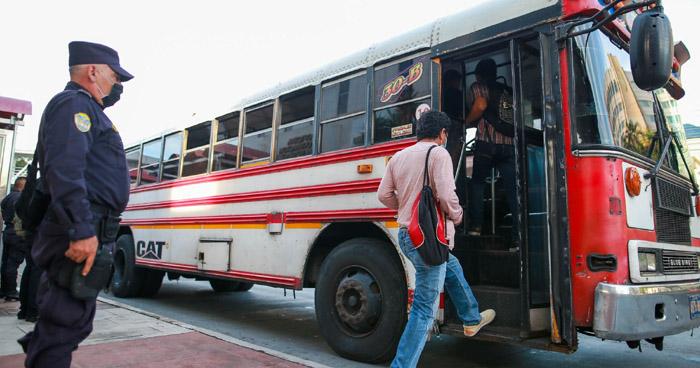 Autoridades de tránsito inspeccionan transporte público en el área Metropolitana San Salvador