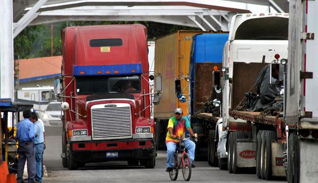 Transportistas cometen ilícitos en aduanas