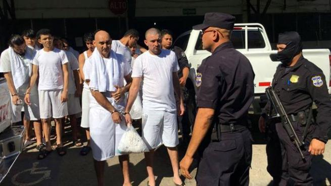 Trasladan a 20 reos comunes a Centro Penal de Usulután
