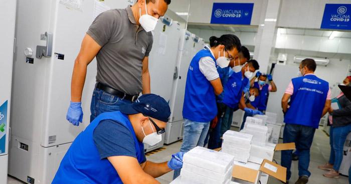 Llega a El Salvador nuevo lote de vacunas contra el COVID-19
