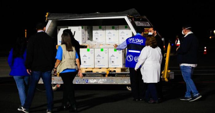 Llegan más de 169 mil dosis de vacunas contra el COVID-19 a El Salvador