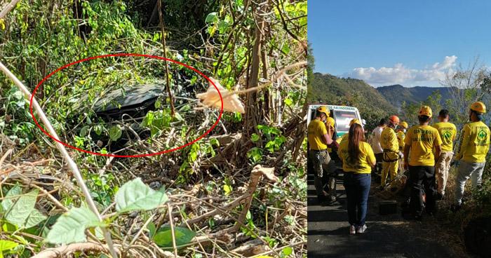 Un fallecido y otro lesionado luego que vehículo cayera a un barranco en Coatepeque