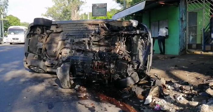 Menor de edad lesionado tras vuelco de vehículo en carretera de San Miguel