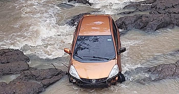 Hombre fue arrastrado con su vehículo por corriente de un río en Corinto, Morazán