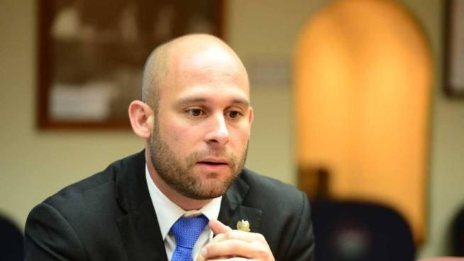 COENA amonesta a diputado Velásquez Parker por portar arma en Asamblea Legislativa