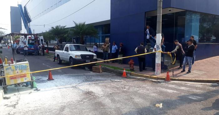 Vendedor lesionado tras explosión de transformador en Avenida Olímpica