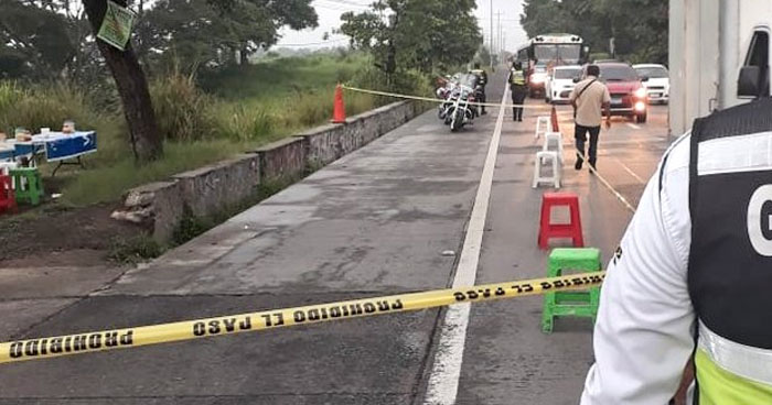 Mujer fallecida y tres lesionados en ataque armado en pupusería de Colón, La Libertad