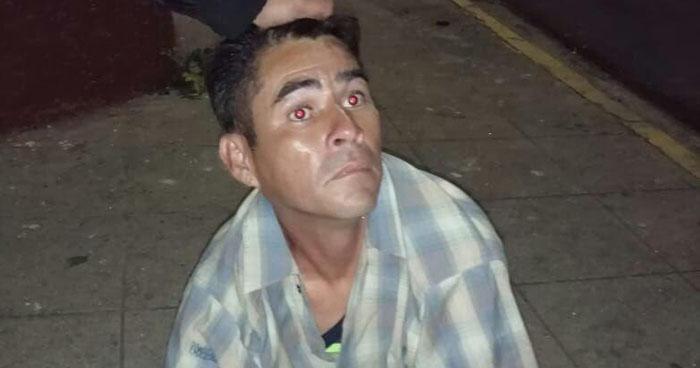 Ordenan capturar a hombre que fue captado en cámaras de seguridad violando a un niño en Santa Tecla