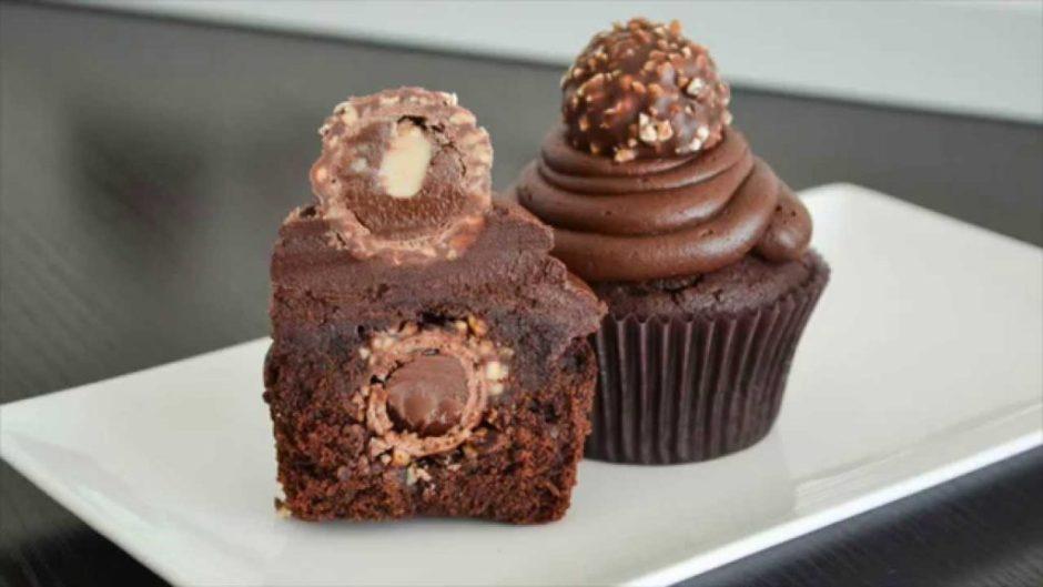 Cupcakes de Chocolate Rellenos de Ferrero Rocher