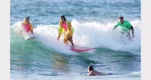 El surf terapéutico, cada vez más popular