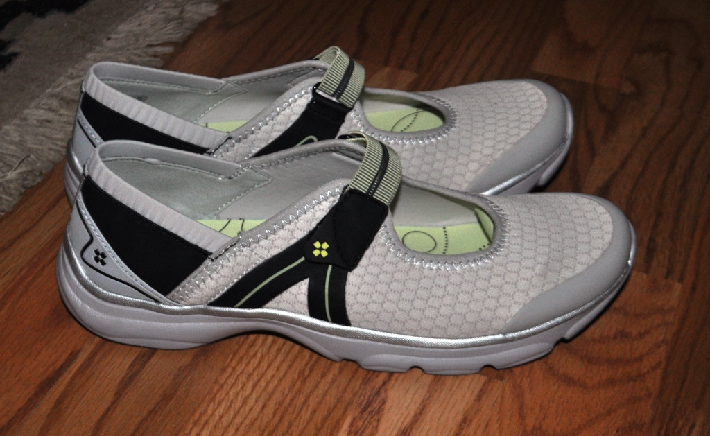 Travel Gear Review Naturalizer Bzees Boardwalk Shoes Are Pillows For My Feet  Solo -7134