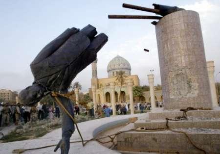 Saddam statue falls in 2003