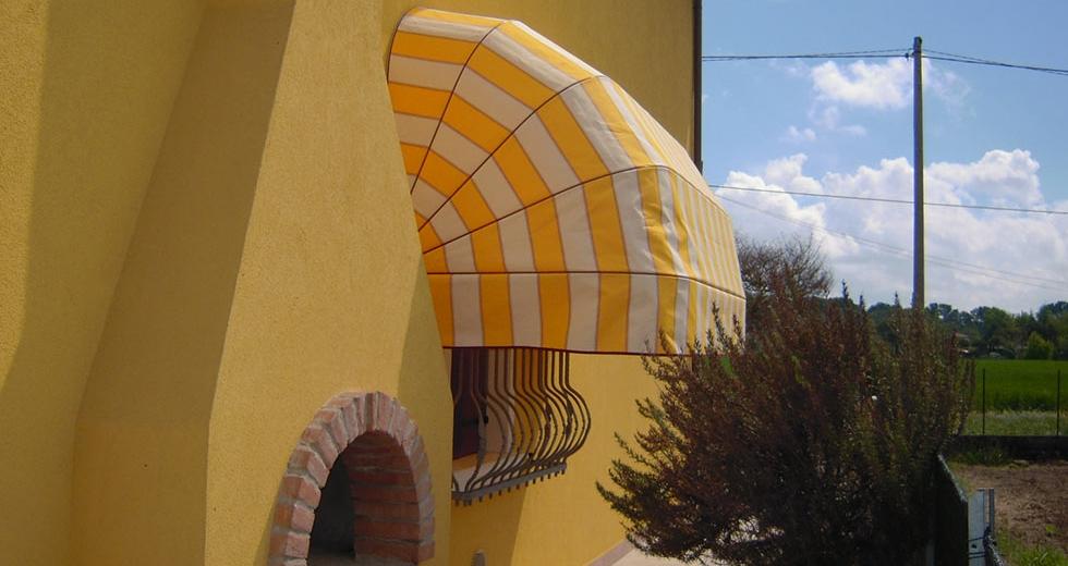 La casa della tenda, in provincia di ferrara, si occupa di realizzazione e posa in opera tende da esterno, a rullo, alla veneziana, zanzariere e tende. Tende Ferrara Tende Da Sole Ferrara Tende Da Sole Per Esterni Ferrara Sol System